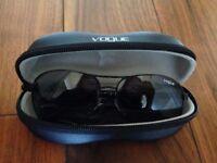 VOGUE Black female phantos sunglasses VO2971S
