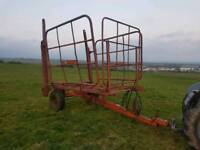 Tractor Ritchie 56 square bale squeeze transport trailer