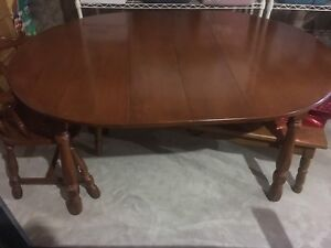 Dining room table / buffet