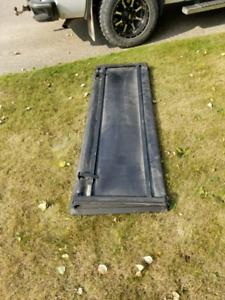 Trifold tonneau box cover