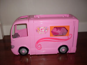 Barbie glamour camper -- Free delivery
