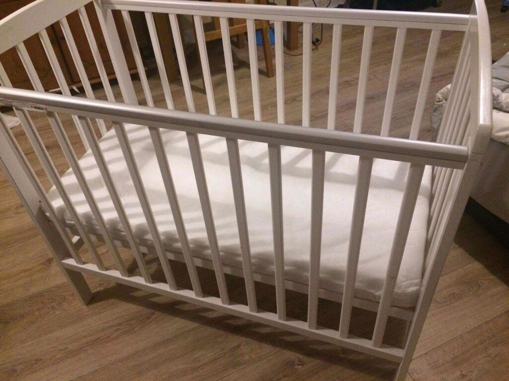Kinder Valley Kai Compact Cot Bed White 100x50cm Mattress Included Great Condition