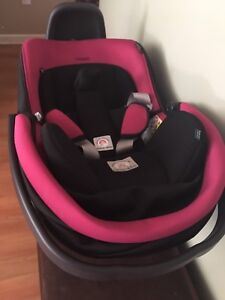 Peg Perego Viaggro 4/35 car seats and triplet stroller frame