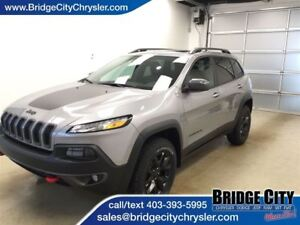 2017 Jeep Cherokee Trailhawk- Tech Group! Adaptive Cruise, Paral