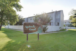 33 Amberly Court FOR SALE!