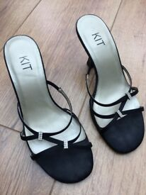 Pretty black strappy heels - Size 3