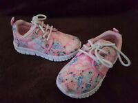 Girls size 6 trainers