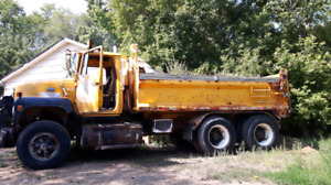 1984 Ford 9000 Gravel Truck plus directional snow plow
