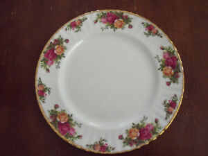 Old Country Roses Royal Albert DINNER PLATES