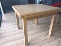 4 seater oak dining table (extends to 6 seats)