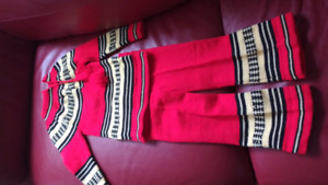 New condition Scandinavian print? Knit outfit $15 takes