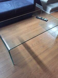 superbe table à café intemporelle en verre maison corbeil