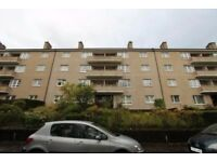 2 Bedroom top floor unfurnished flat to rent on Barrmill Road, Thornliebank, Glasgow South Side