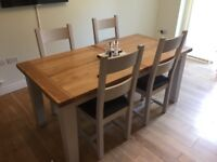 Solid Oak Dinning table & Chairs Like New