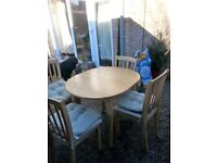 Kitchen/Dining table extendable with 4 chairs