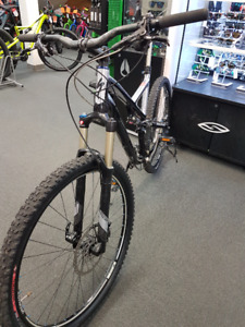 USED 2012 SPECIALIZED STUMPJUMPER EXPERT MINT CONDITION!