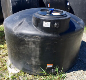 Black Vertical Water Storage Tank - 550 Gallon