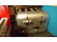De Longhi silver four slice toaster