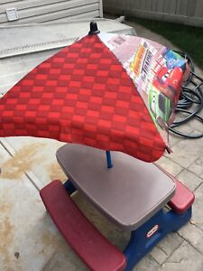 STONY: Little Tikes Picnic Table