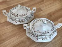 Eternal Beau serving dishes with lids. 1.8 litre , perfect condition, still boxed