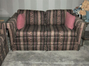 Classic style love seat