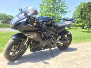2013 Gsxr 750 for sale. Bike laid over on side.fully repairable