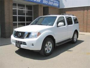 2009 Nissan Pathfinder SE + Previous American Suv + 7 Passenger