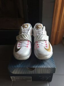 Nike Sigs sz 10.5 DS