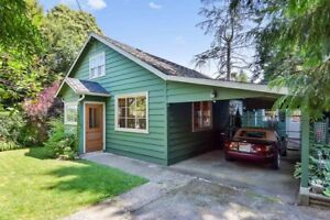 (VIRTUAL TOUR) Beautifully Updated Cottage Home!
