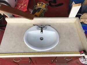Vanity sink and tap set good condition just changing colours.