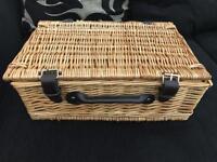 *reduced* Picnic hamper basket