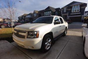 ***Reduced price***2010 Chevrolet Avalanche LTZ... MUST SELL