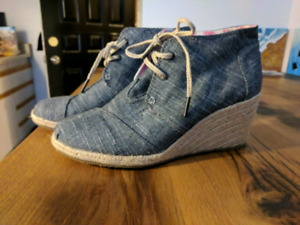 TOMS wedges - Brand New! Size 9