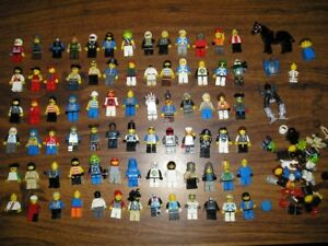 HUGE LOT OF LEGO - 80 FIGURES / 1000s OF PIECES - 34 MAUNALS