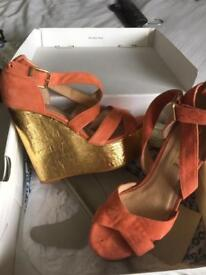 Office coral / gold wedges 38
