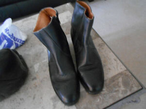 MEN  SIZE 10 COWBOY ANKLE BOOTS MADE IN CANADA