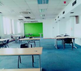 4 Desk office space available to rent with rent free offer, call on 07736362306