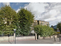 Furnished studio flat available in Kilburn, Housing Benefit and DSS accepted.