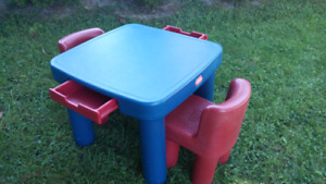 LITTLE TIKES TABLE WITH TWO CHAIRS
