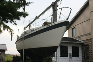 1975 Challenger sailboat with trailer