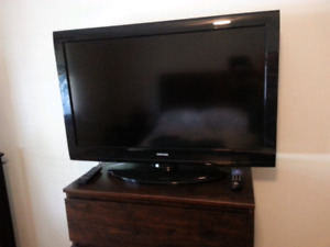 "Toshiba 40"" TV  with  Brand New Wall Mount"