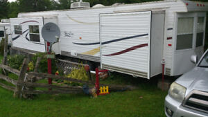 39` Park Model 2007 Hy-Line with 3 Slide-Out & 8 x 16 Add-A-Room