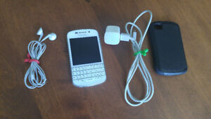Q10 blackberry, otterbox, charger, earbuds