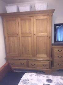 Stunning Georgian triple wardrobe