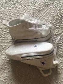 Baby crib converse