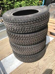 4 pneus hiver Toyo Observe - 185/70R14