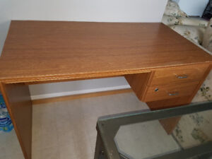 small desk with 2 drawers.