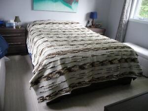 couvre lit ou carpette