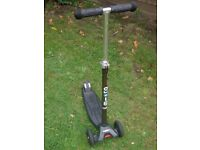 Genuine Black Micro Maxi Scooter, Good Condition, Suitable for age 6-12