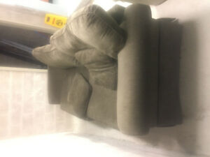 Comfortable clean green sofa. Excellent Condition